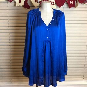 NEW GILI Blue oversize button front blouse.